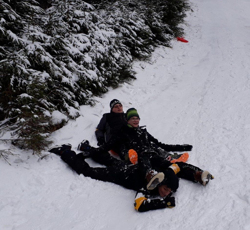 beim Spaß im Schnee